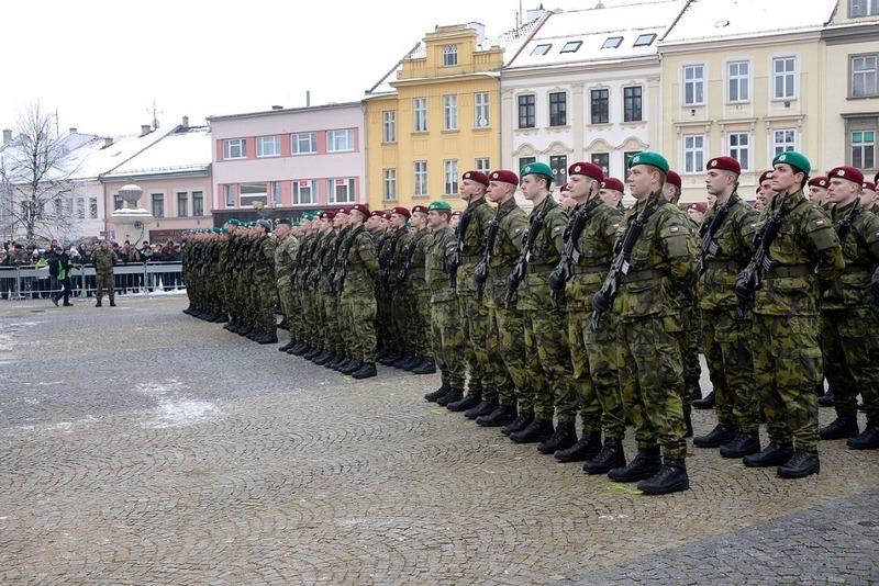 8-novi-vojaci-a-vojakyne-slozili-vojenskou-prisahu